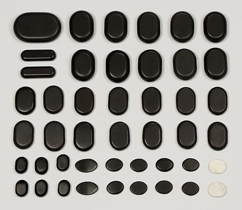 Zawartość zestawu 45 kamieni bazaltowych do masażu ciala.